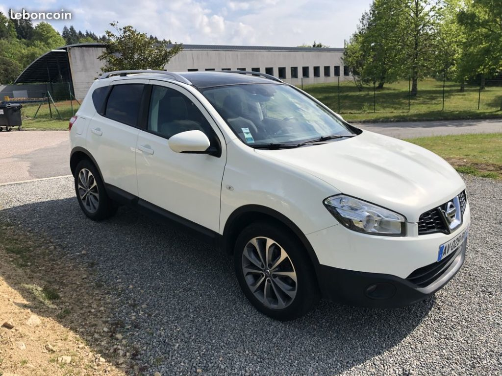Nissan Qashqai Connect Edition 2.0 DCI / 9 990 €