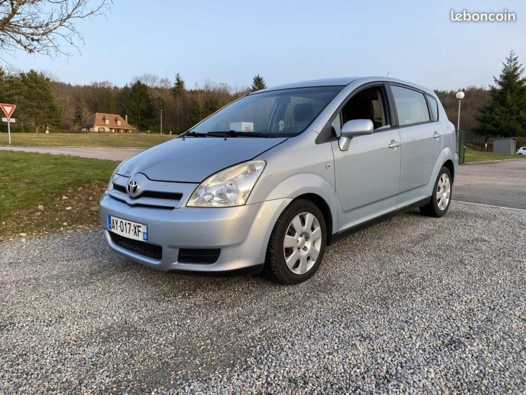 Toyota Corolla Verso 2.2L D-4D 136ch / 4490€