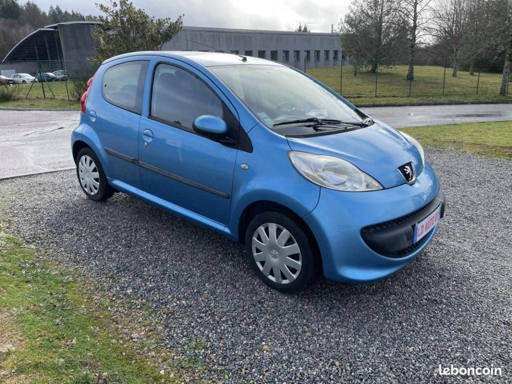 Peugeot 107 1.0L 70cv / 3 990€