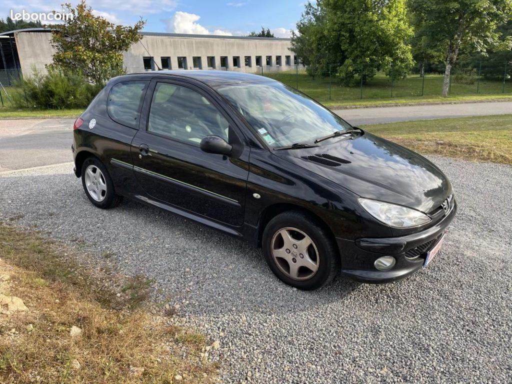Peugeot 206 3 portes 1.4 i 75cv / 3490€