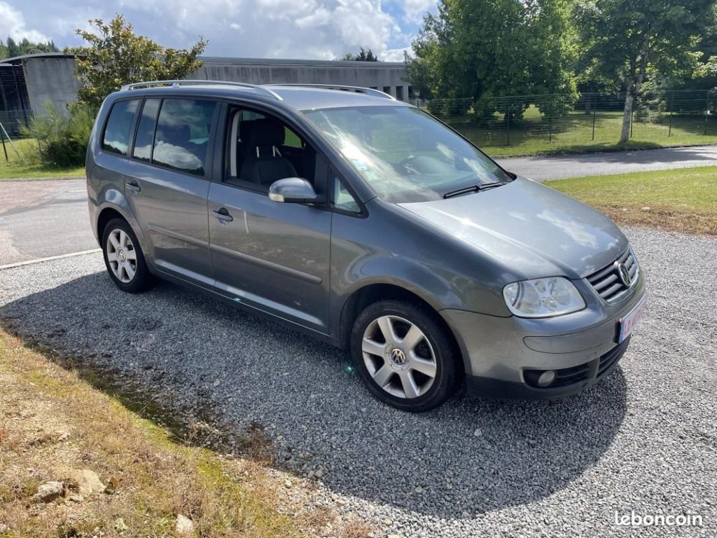 Volkswagen Touran 2.0 TDI 140cv / 4990€